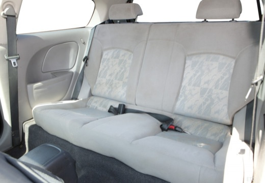 NISSAN Almera II I hatchback wnętrze