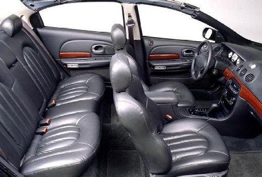 CHRYSLER 300 M I sedan wnętrze