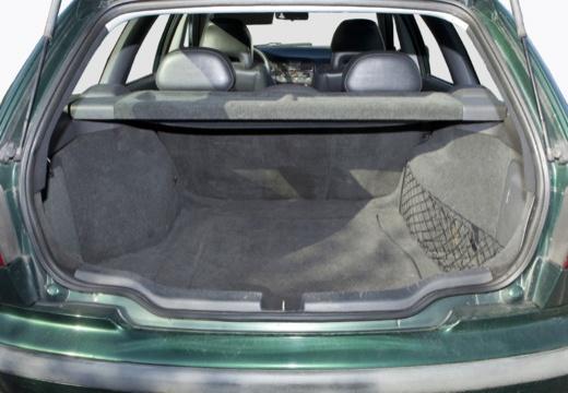 VOLVO V40 III kombi zielony przestrzeń załadunkowa