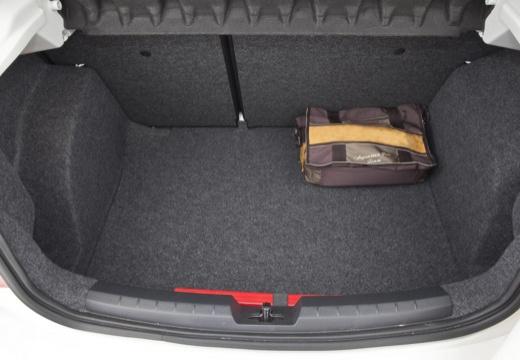 SEAT Ibiza V hatchback biały przestrzeń załadunkowa