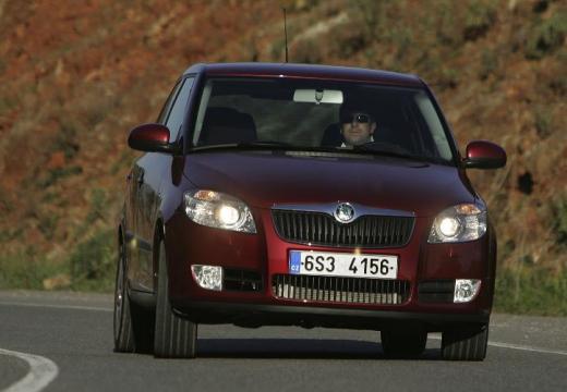 SKODA Fabia 1.2 12V Ambiente Hatchback II I 70KM (benzyna)