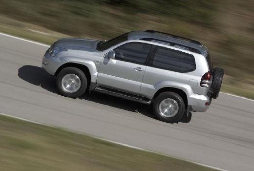Toyota Land Cruiser 120 kombi silver grey boczny lewy