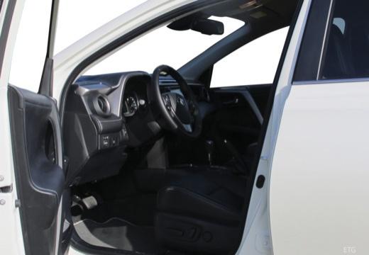 Toyota RAV4 VIII kombi wnętrze