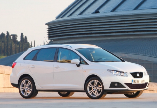 SEAT Ibiza kombi biały przedni prawy
