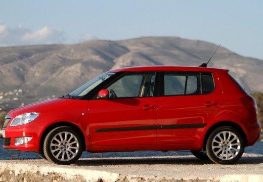 SKODA Fabia II II hatchback czerwony jasny boczny lewy