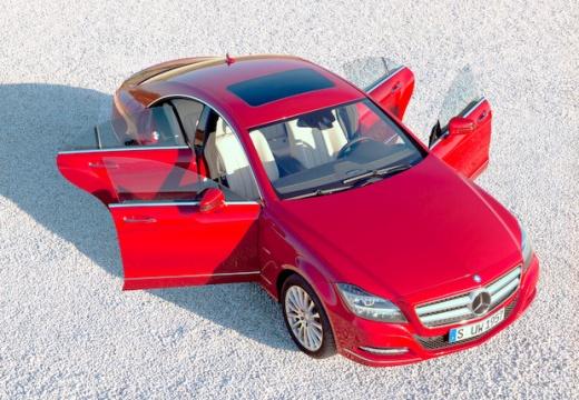 MERCEDES-BENZ Klasa CLS C 218 I sedan czerwony jasny przedni prawy
