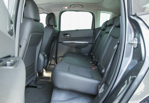 PEUGEOT 3008 II hatchback wnętrze