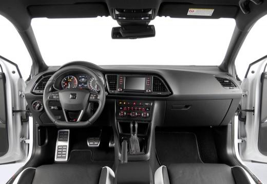 SEAT Leon IV hatchback biały tablica rozdzielcza